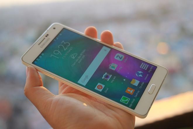 chiếc điện thoại Samsung Galaxy A7 siêu mỏng